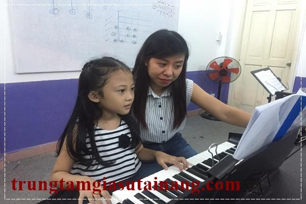 Giáo viên dạy đàn piano